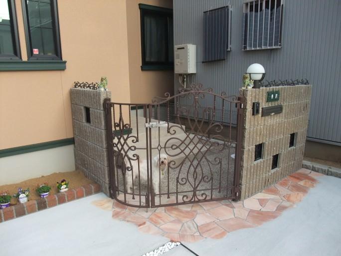 堺市 O様邸 外開きアルミ鋳物門扉を使用した外構工事1
