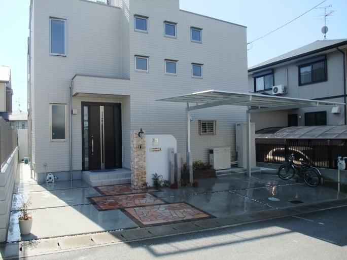 レンガ・自然石・石調タイルを使った洋風オープン外構 奈良県香芝市 N様邸1