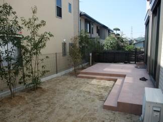 レンガ・自然石・石調タイルを使った洋風オープン外構 奈良県香芝市 N様邸3