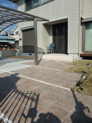 広い敷地でワイドシャッター・存在感のある門柱を使った新築外構  羽曳野市 T様邸4