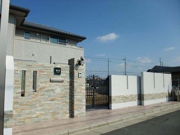広い敷地でワイドシャッター・存在感のある門柱を使った新築外構  羽曳野市 T様邸2