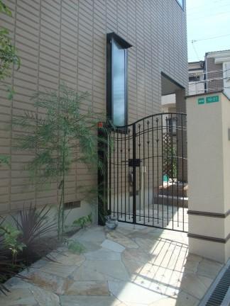 洋風でアンティーク調をイメージした上品な外構 大阪市阿倍野区 I様邸4