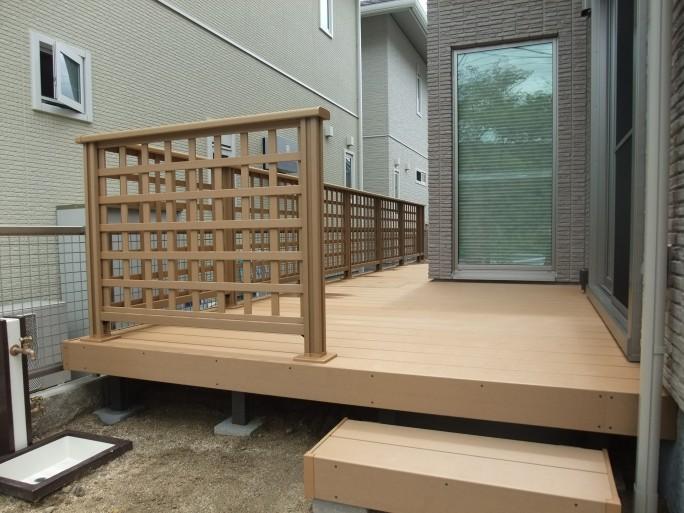 FIX窓から眺める坪庭・ウッドデッキ 茨木市 M様邸1