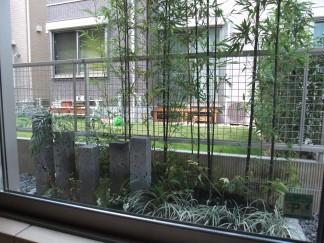 FIX窓から眺める坪庭・ウッドデッキ 茨木市 M様邸3