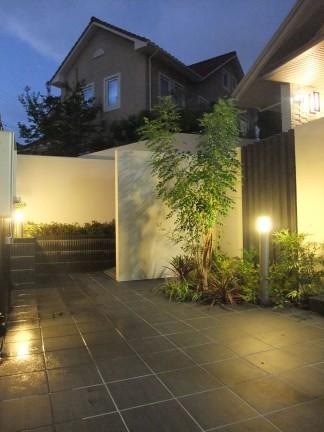 LIXIL(INAX)タイルと三協立山アルミニュービックバルコニーの新築外構 豊中市 A様邸8