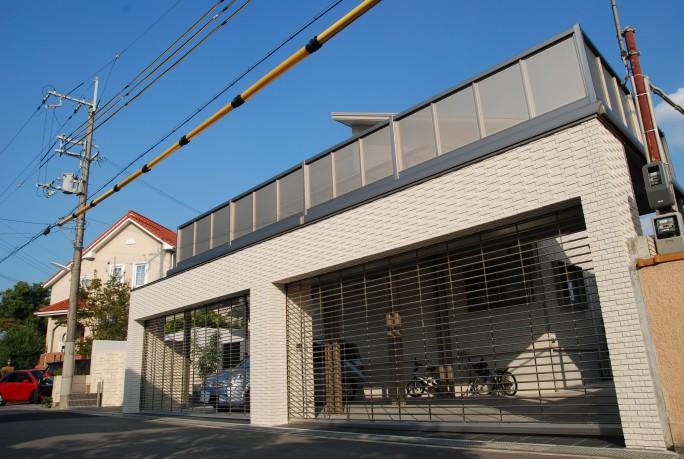 LIXIL(INAX)タイルと三協立山アルミニュービックバルコニーの新築外構 豊中市 A様邸2