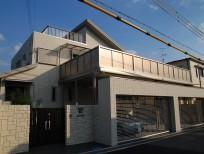 LIXIL(INAX)タイルと三協立山アルミニュービックバルコニーの新築外構 豊中市 A様邸