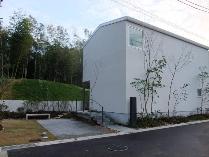 植栽・アイアン・コンクリートで魅せる外構 生駒市 H様邸1
