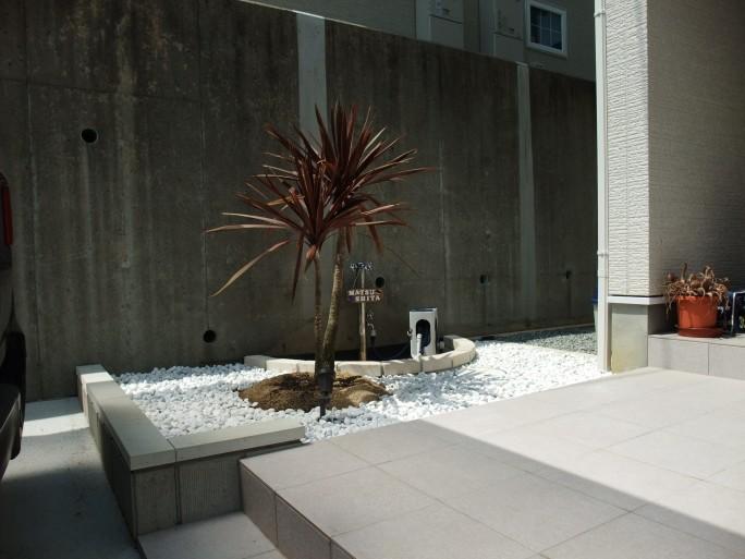 植栽・アルミ板塀で魅せる南国風外構 川西市 M様邸6